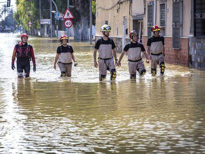 Emergency crews in Dolores, Alicante.