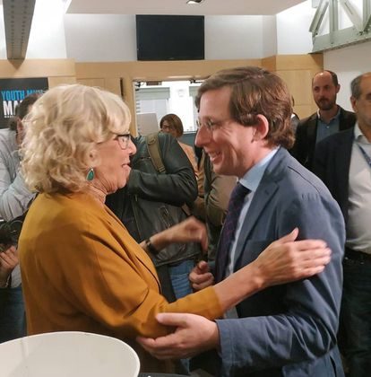 Acting Madrid Mayor Manuela Carmena with PP candidate José Luis Martínez Almeida.