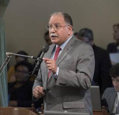 Jose Medina speaking at the California state assembly.