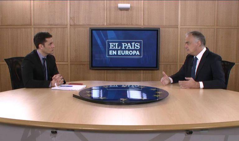 EL PAÍS Managing Editor David Alandete interviews Eurodeputy Esteban González Pons.