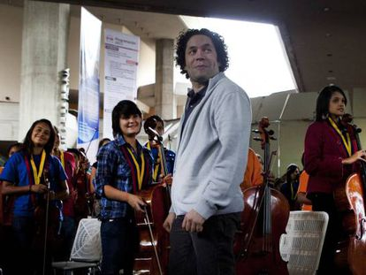 Gustavo Dudamel, with members of his youth orchestra in February 2016 in Caracas.