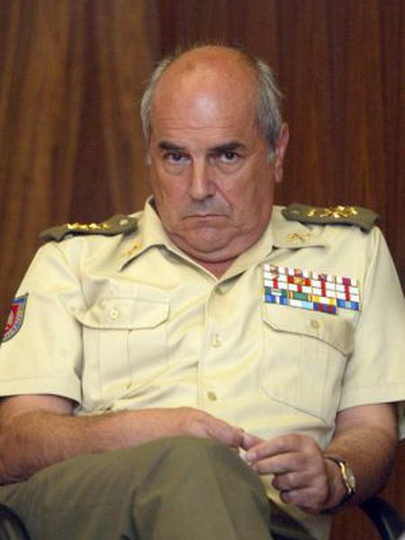 General Luis Alejandre during a chiefs-of-staff meeting in 2003.