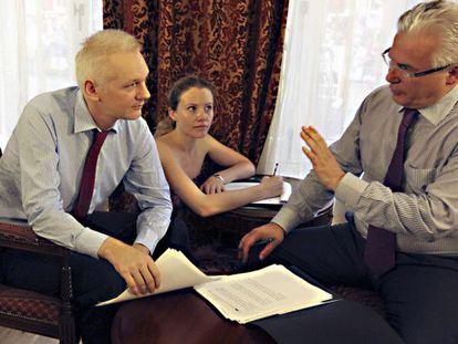 Julian Assange talks to his lawyer, Spanish judge Baltasar Garzón, in the Ecuadorian Embassy in London on Sunday.