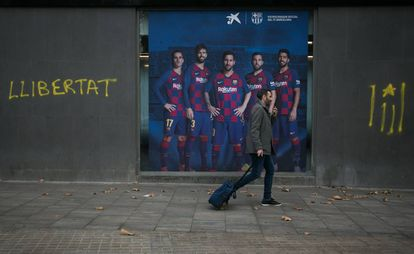 "Graffiti in Catalan reading ""Freedom"" near the Camp Nou stadium."