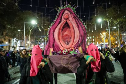 """Protesters from Seville carrying an """"insubordinate pussy"""" to support three women charged with crimes against religious sentiment for parading the large model vagina in 2014."""