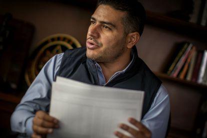 Omar García Harfuch working in his office.