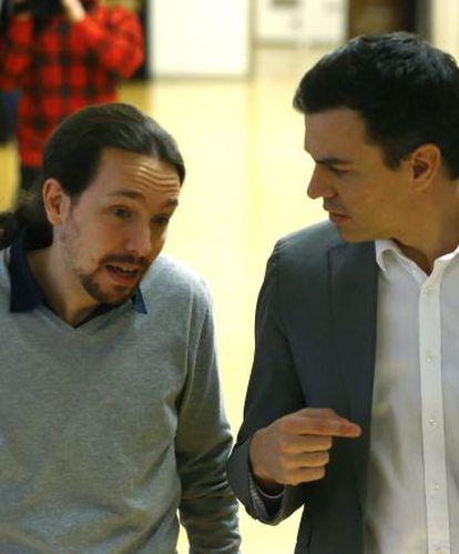 Pablo Iglesias and Pedro Sánchez last February in Congress.