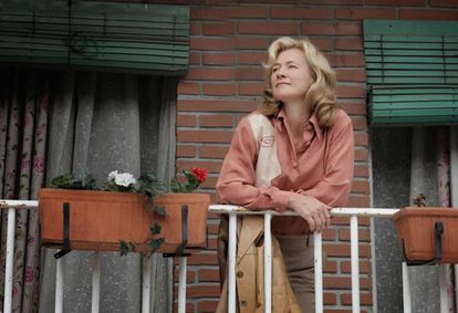 Shutters play an important role in Spanish society. This photo shows Ana Duato in a scene from the TV drama 'Cuéntame.'