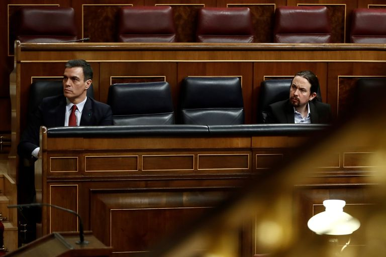 Spanish PM Pedro Sánchez (l) and Deputy Prime Minister Pablo Iglesias in Congress.