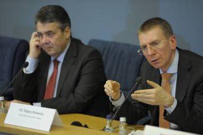 Edgars Rinkēvičs (right), Latvia's foreign minister, visited Spain in April.