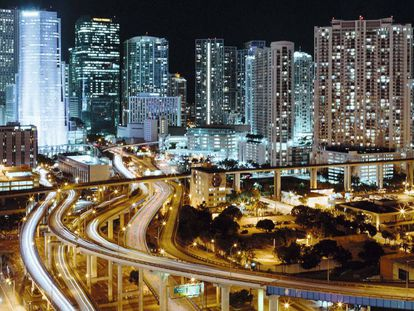 Miami at night. All photos by Edu Bayer.