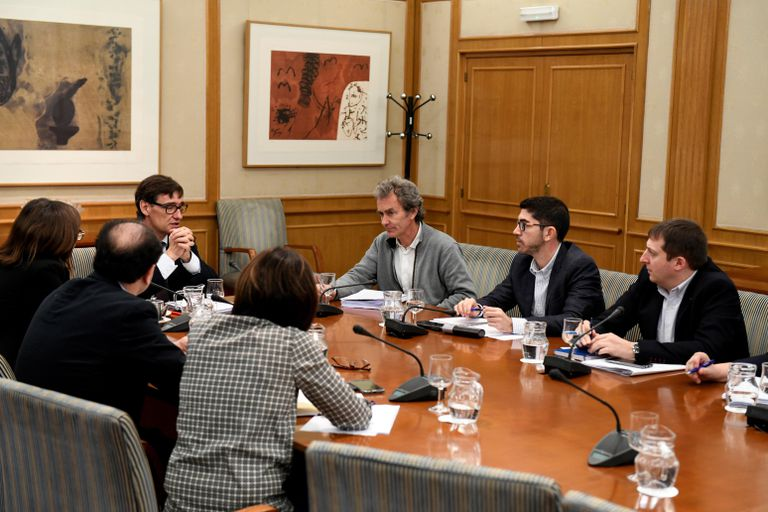 Health Minister Salvador Illa (l) with Fernando Simón, the director of the Health Ministry's Coordination Center for Health Alerts, at a meeting in Madrid.