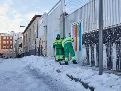 Council workers clear the snow from outside the Lope de Vega school in Madrid on Thursday.
