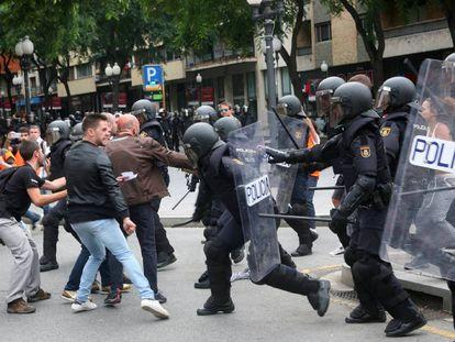 Spanish National Police in Tarragona, Catalonia on Sunday.