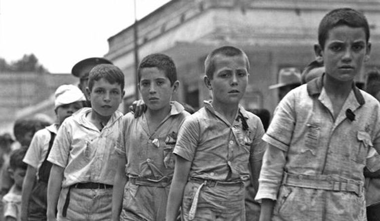 A group of Spanish children in exile in Veracruz state.