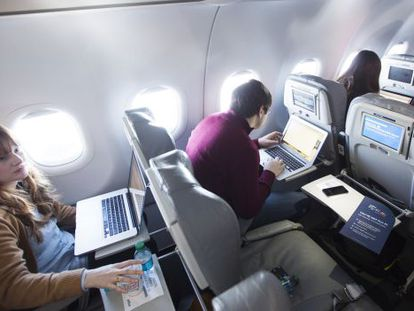 Journalists trying wi-fi service aboard a JetBlue airplane.