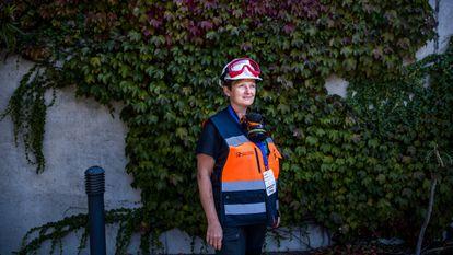 Inés Galindo, volcano expert in the command center in El Paso, La Palma.