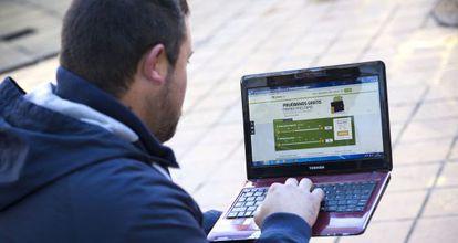 Alberto looks at the Vivus website.