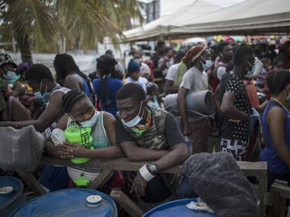 Haitian migrants in the Colombian city of Necoclí.