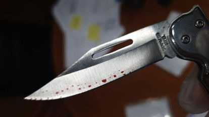 The folding knife that was sent to Tourism Minister Reyes Maroto