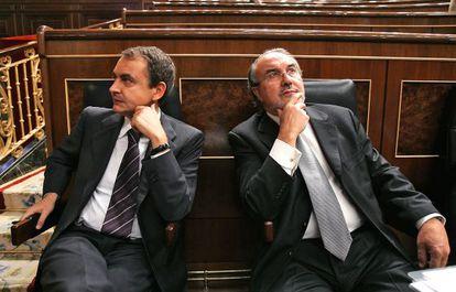 Ex-PM José Luis Rodríguez Zapatero (l), with Pedro Solbes in Congress.