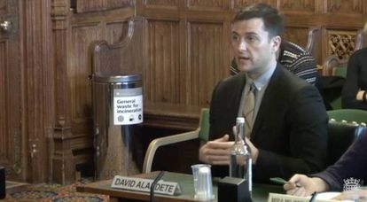 David Alandete, managing editor at El País, giving testimony.