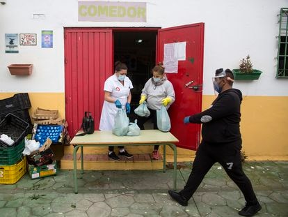Food packages are handed out in Los Asperones, Málaga, during the coronavirus lockdown.