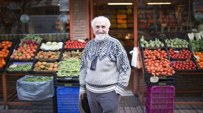 José Esquinas outside a grocery store in Córdoba.