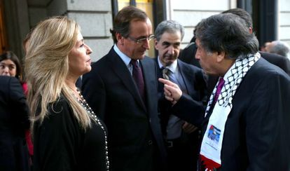 Trinidad Jiménez with Alfonso Alonso (c) and Palestinian representative in Spain Musa Amer Odeh at Congress on Tuesday.