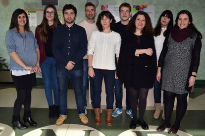 Ana Cuenda (third from right) and her team at the National Biotechnology Center in Madrid.