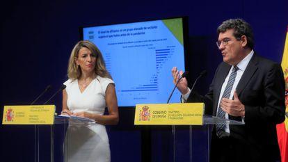 La ministra de Trabajo, Yolanda Díaz, y el ministro de Seguridad Social, José Luis Escrivá, en rueda de prensa el viernes.