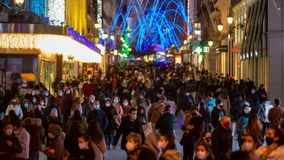 Christmas shoppers in downtown Madrid on November 4.