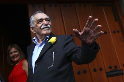 Gabriel García Márquez speaks to reporters outside his home in Mexico City on his birthday March 6, 2014.