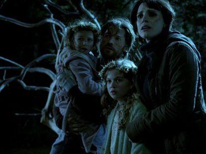 Nikolaj Coster-Waldau and Jessica Chastain star in horror flick Mama.