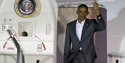 Barack Obama sale del avión presidencial el pasado 3 de junio.