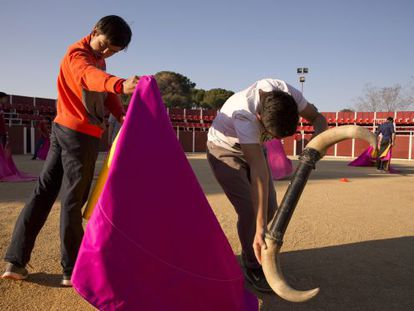 Two students practicing at the Madrid bullfighting school.
