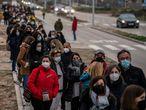 DVD 1043 (01-03-21)Cientos de personas hacen cola para ser vacunados contra la Covid-19 en el exterior del hospital Enfermera Isabel Zendal, Madrid. Foto: Olmo Calvo