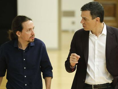 Pablo Iglesias (left) and Pedro Sánchez moments before their face-to-face meeting on Wednesday.