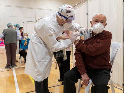 A senior citizen receiving a shot of the Moderna vaccine in Cartagena, Murcia.