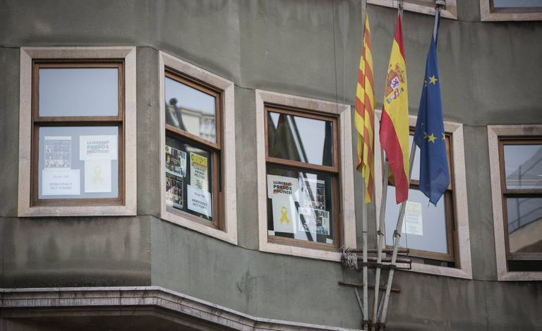 "Posters demanding freedom for ""political prisoners"" in the Catalan Justice Department."