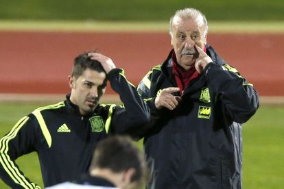 National coach Vicente del Bosque (r) and forward David Villa at a training session on Thursday in Madrid.