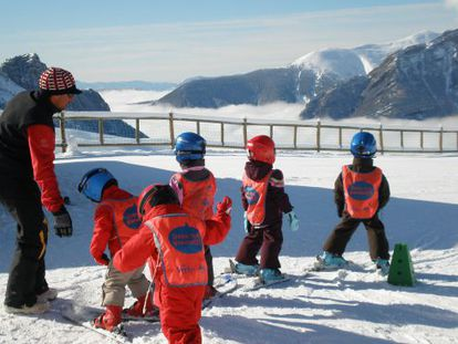 Children on the slopes at Panticosa.