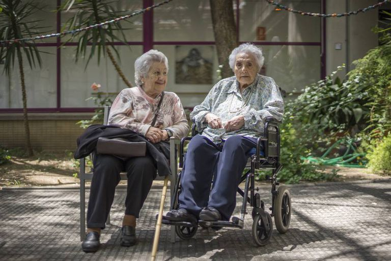 Ana Vela (l), 89, and her mother, also Ana, pictured in Barcelona.