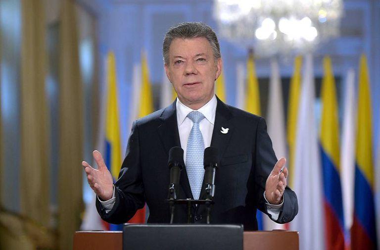 Juan Manuel Santos announces the end of taks with the FARC.