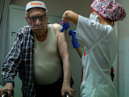 A patient receives the first dose of the Pfizer vaccine in a hospital in Barcelona.