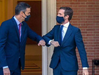 Prime Minister Pedro Sánchez (l) and PP leader Pablo Casado on Wednesday.