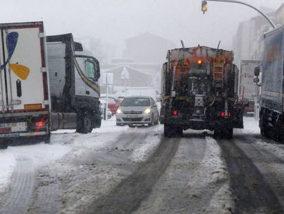 Snow-affected roads in Guijuelo, Segovia, over the weekend.