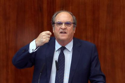 Angel Gabilondo of the PSOE speaking at the debate.