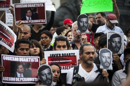 Demonstrators at a rally in Mexico City for Rubén Espinosa.