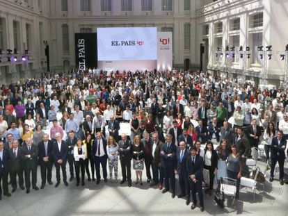 Directors and employees at EL PAÍS, during Wednesday's 40th anniversary celebrations.